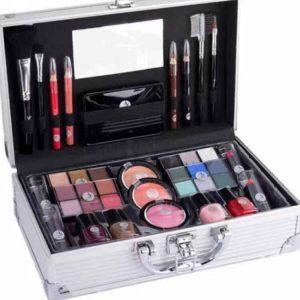 2k Fabulous Beauty Case 1